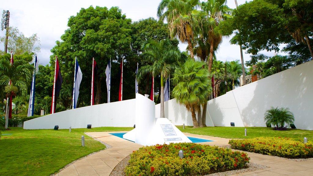 Managua which includes outdoor art, a garden and a memorial