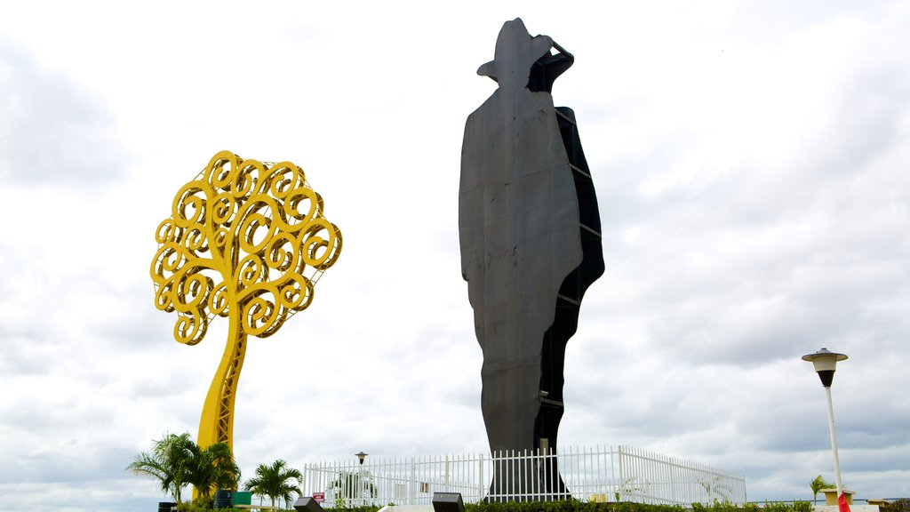 Monumento a Sandino which includes a monument and outdoor art