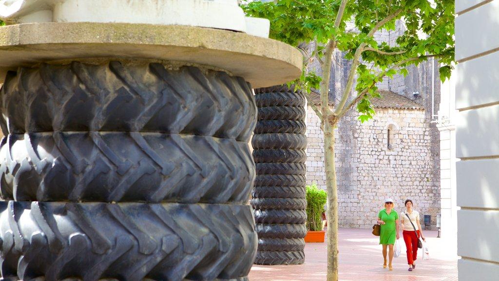Figueres featuring street scenes