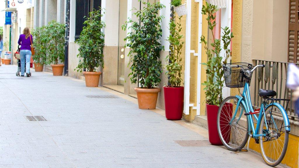 Sitges showing street scenes