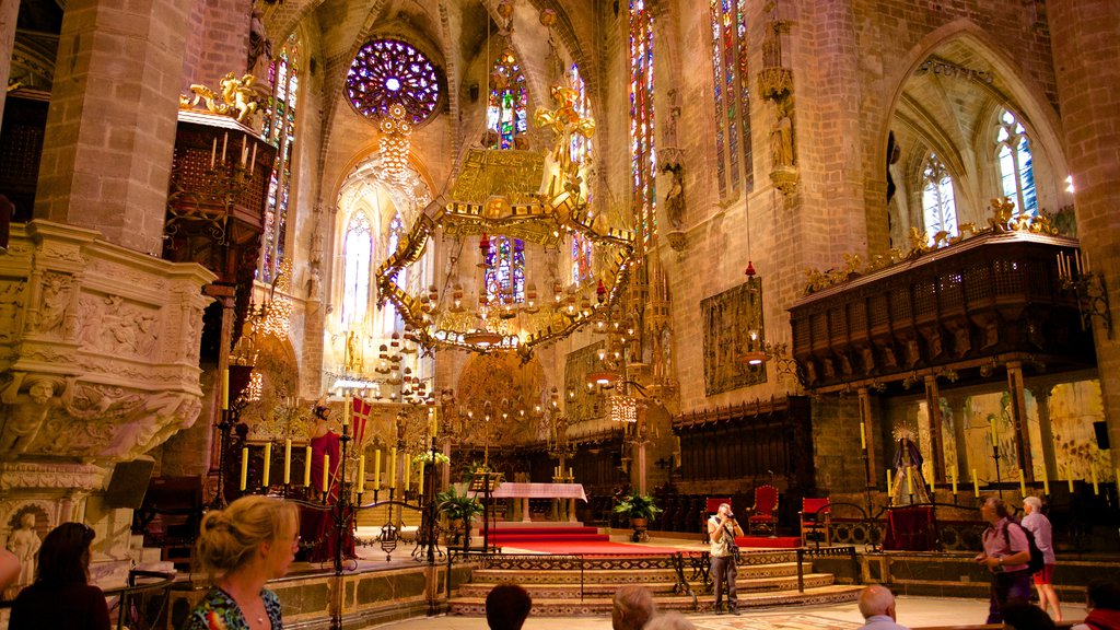 Mallorca Cathedral showing a church or cathedral, religious aspects and interior views