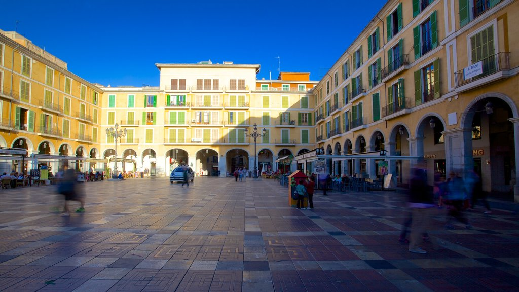 Plaza Mayor de Palma which includes a square or plaza and heritage architecture