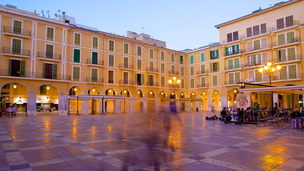Plaza Mayor de Palma which includes heritage architecture and a square or plaza