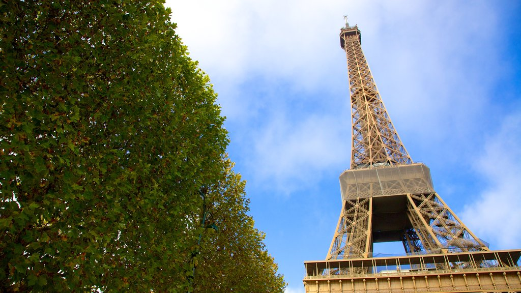 Eiffel Tower showing a monument