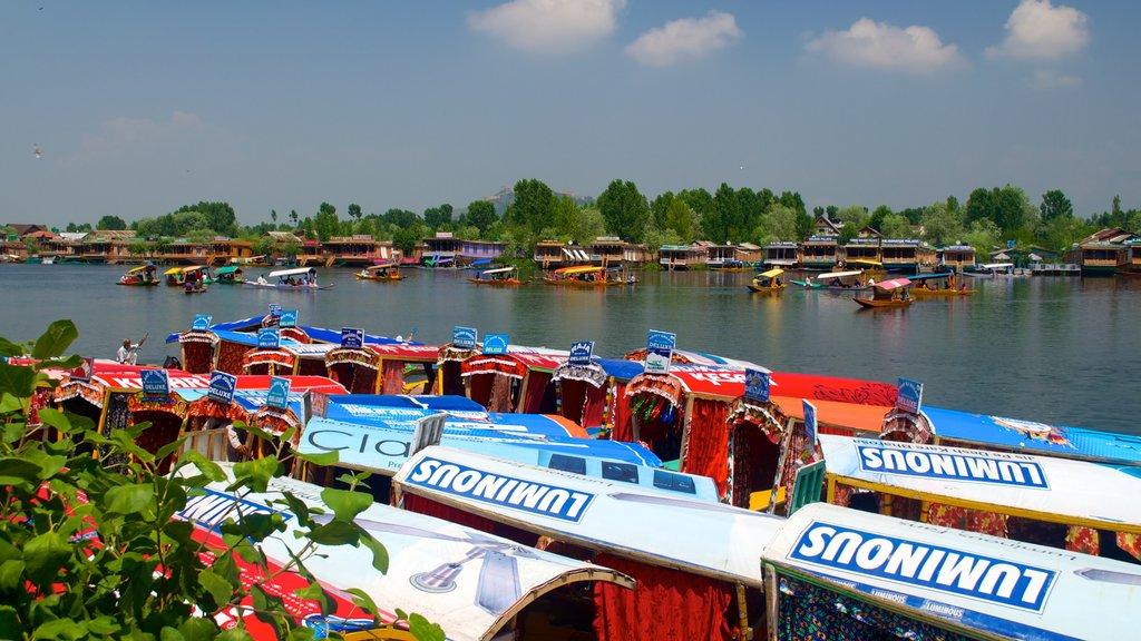 Srinagar showing a lake or waterhole