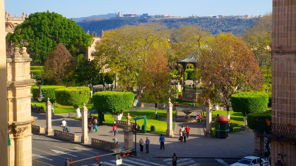 Plaza de Armas showing a park