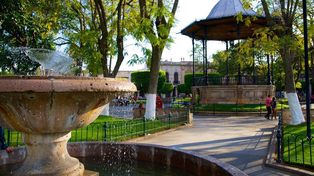 Plaza de Armas featuring a fountain