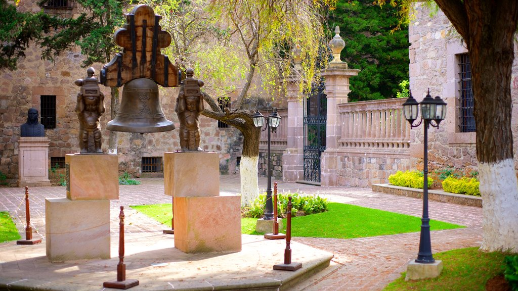 Casa Natal de Morelos which includes heritage architecture and a statue or sculpture