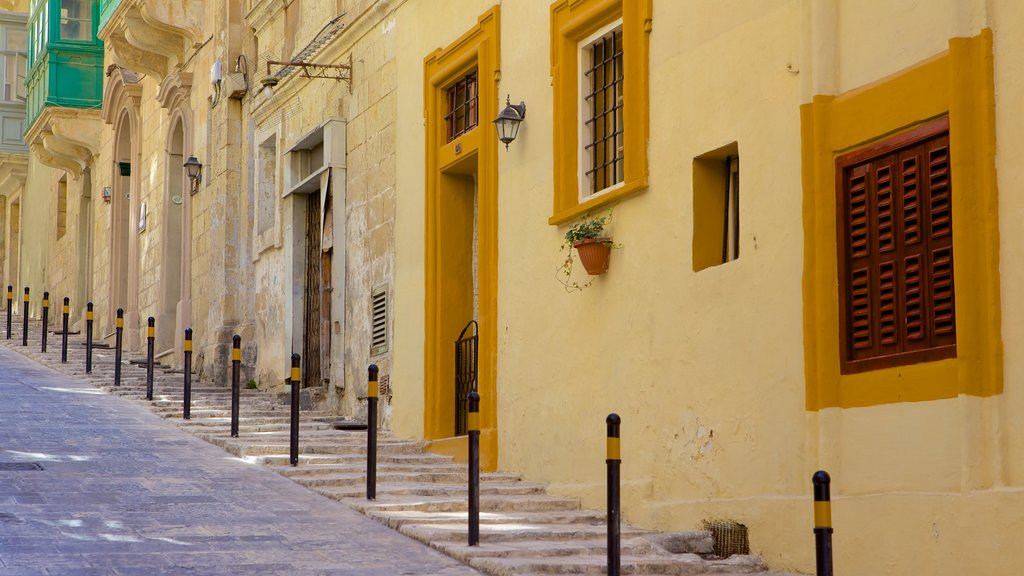 Valletta featuring street scenes and a house