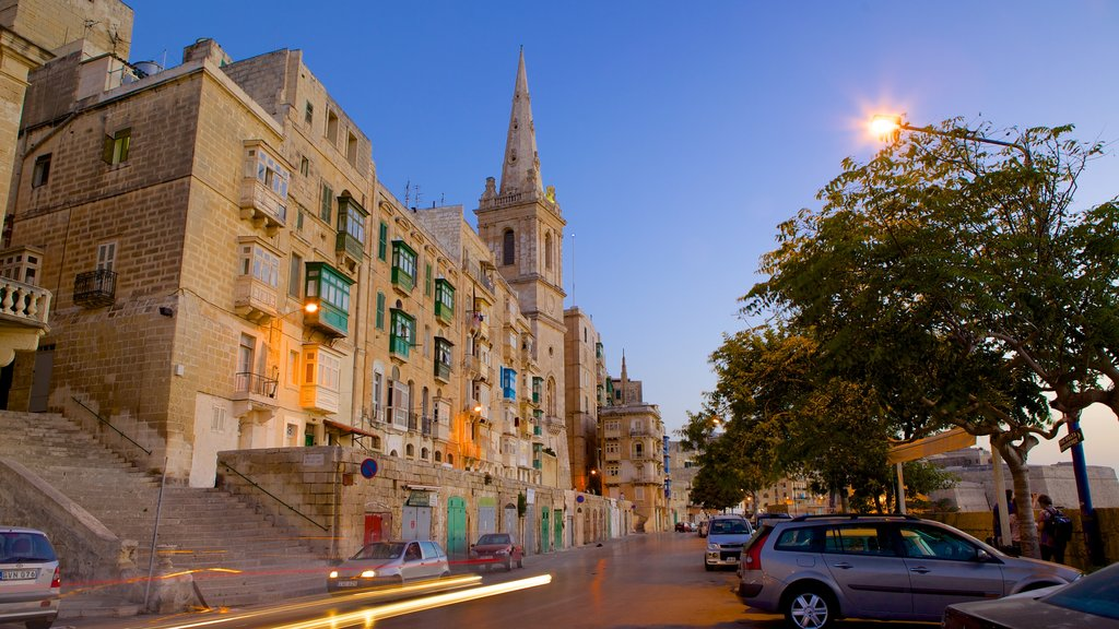 Valletta featuring street scenes, a city and heritage architecture