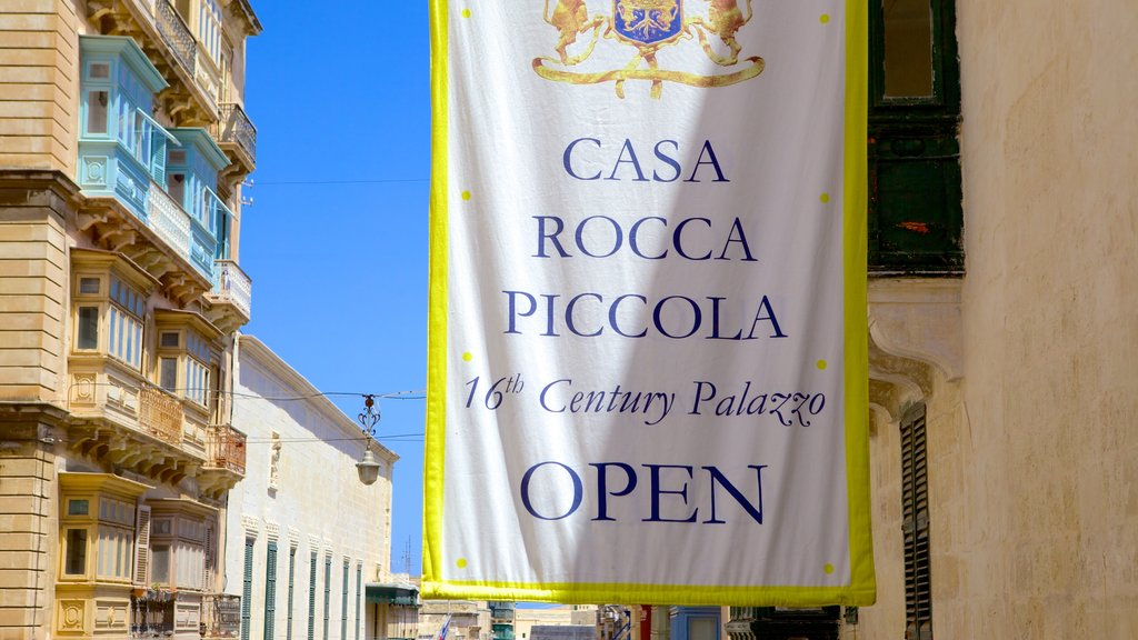 Casa Rocca Piccola which includes signage