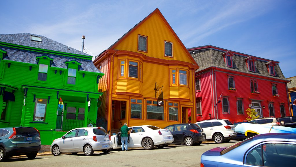 Lunenburg showing street scenes and a house