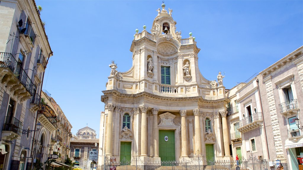 Catania which includes heritage architecture