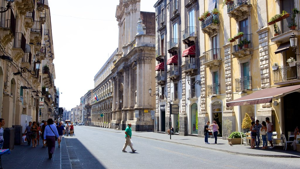 Catania showing a city, street scenes and heritage architecture