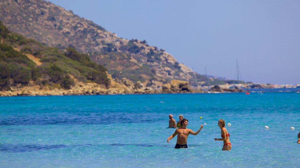 Playa Simius ofreciendo vistas generales de la costa, costa rocosa y natación