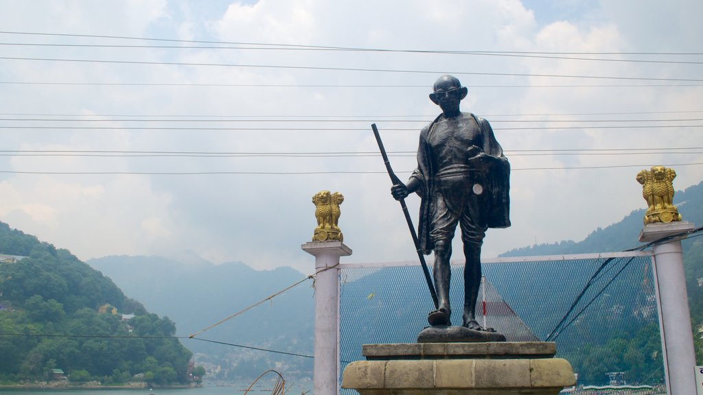 Nainital showing a statue or sculpture