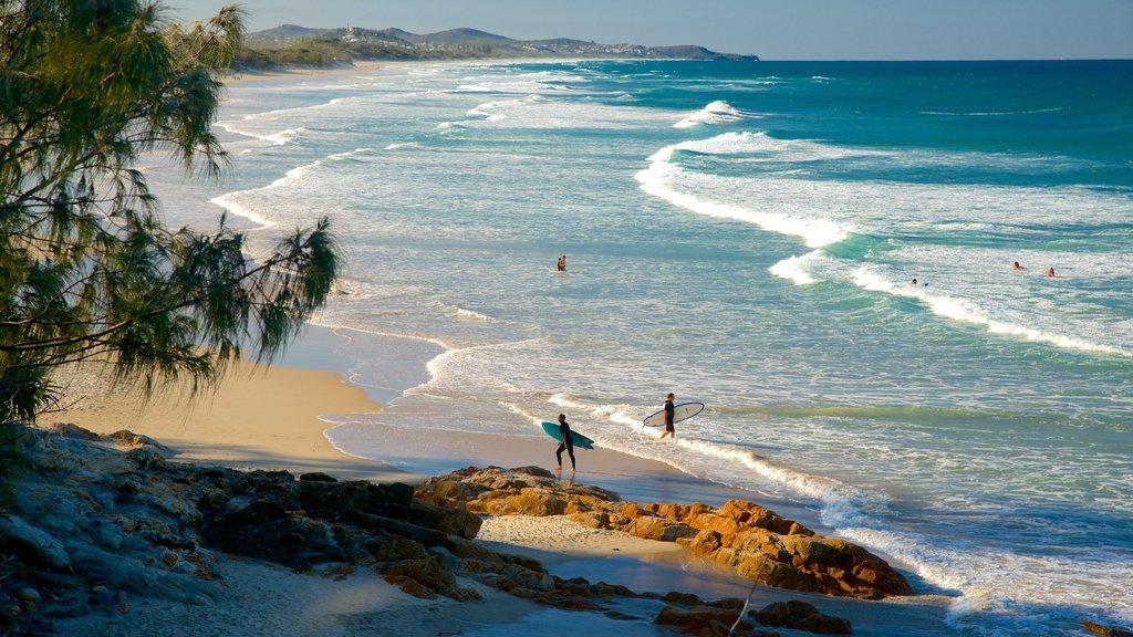 Coolum Beach mostrando vistas de paisajes y una playa
