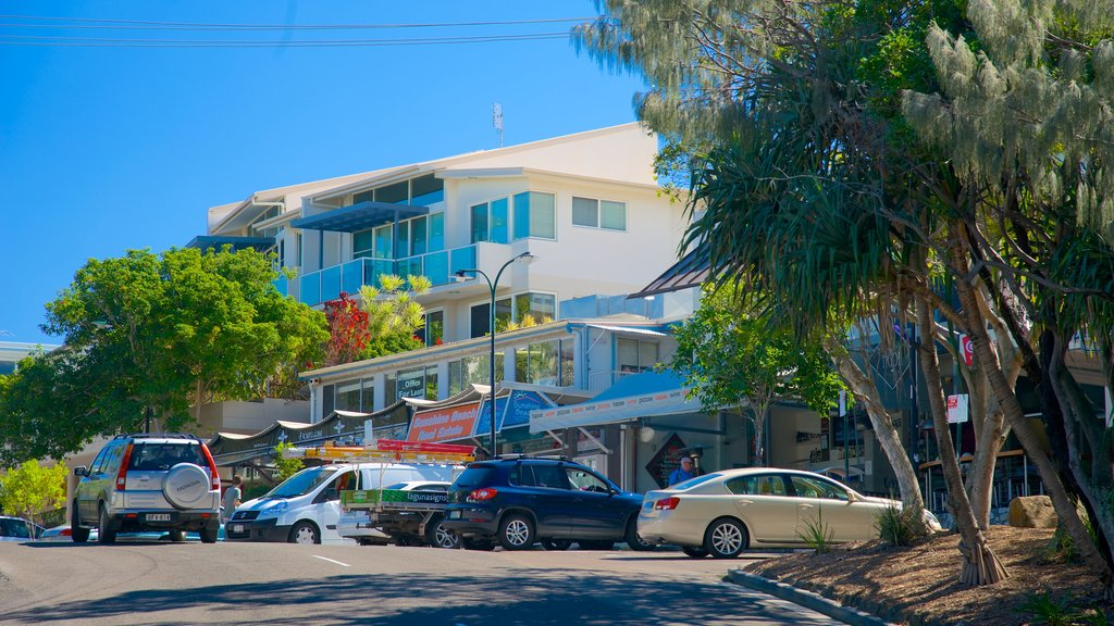 Sunshine Beach which includes street scenes