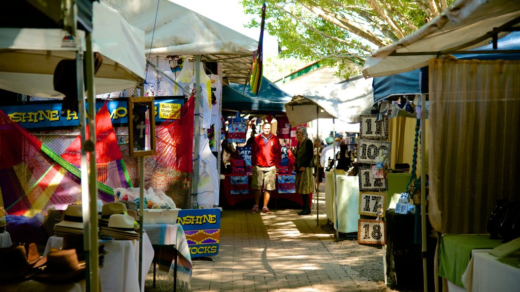 Eumundi showing street scenes and markets as well as a small group of people