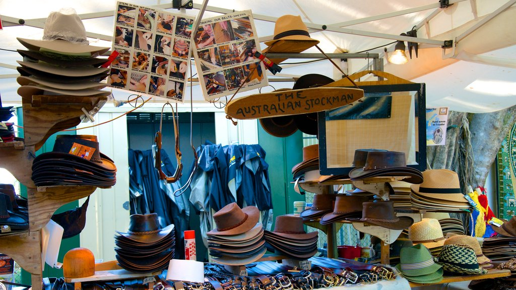 Eumundi which includes markets and fashion