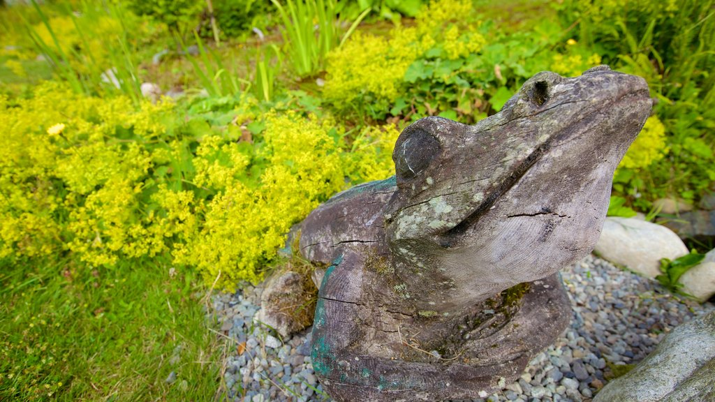 Tofino Botanical Gardens which includes outdoor art and a park