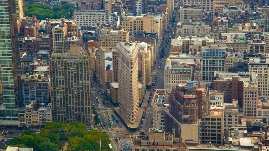 Edificio Empire State que incluye una ciudad