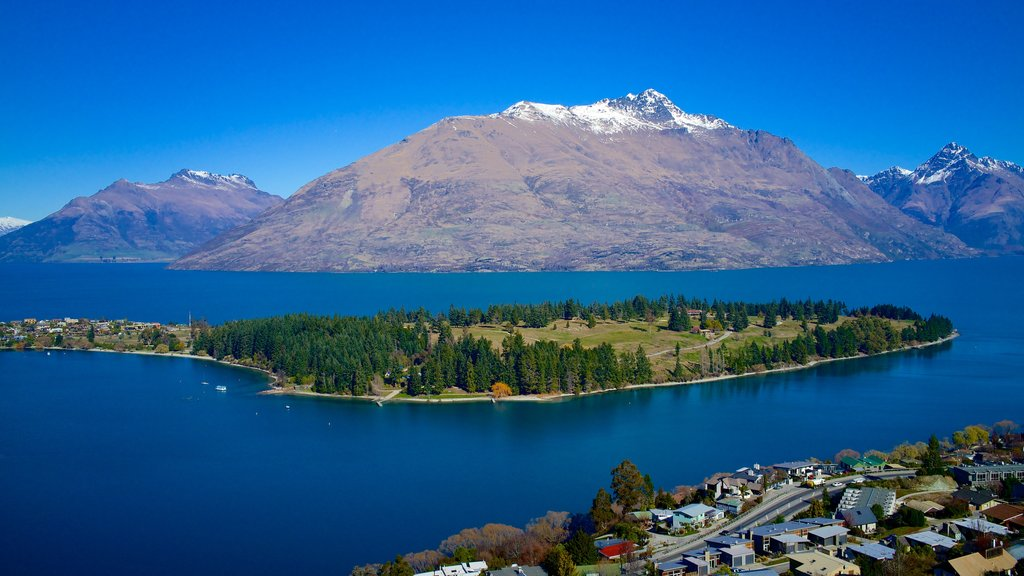 Queenstown showing mountains, a lake or waterhole and landscape views