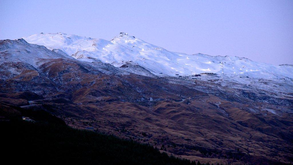 Coronet Peak Ski Area showing mountains and snow