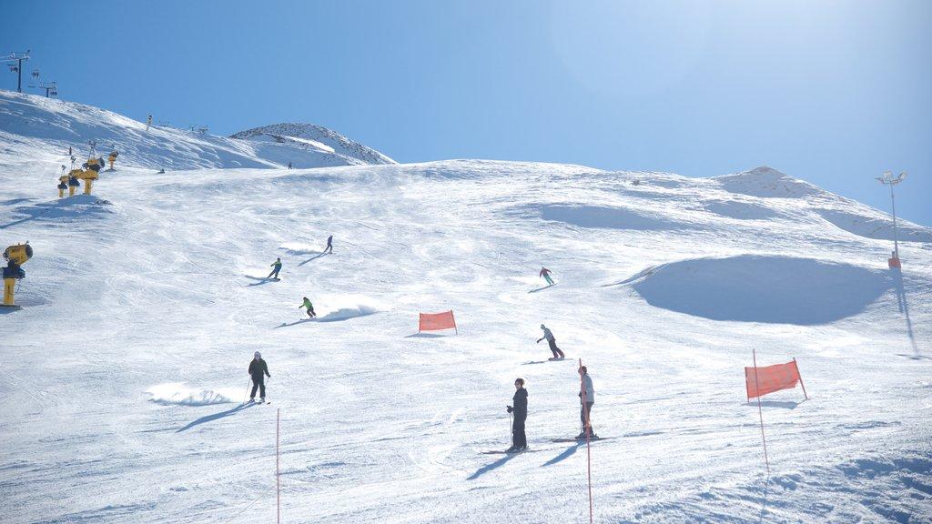 Coronet Peak Ski Area featuring snow and snow skiing