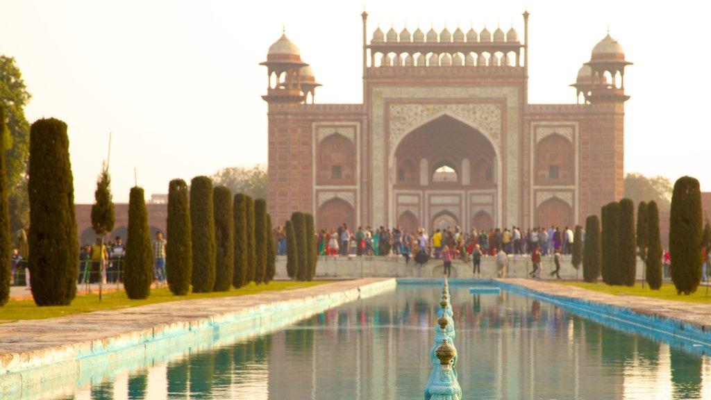 Taj Mahal featuring a temple or place of worship