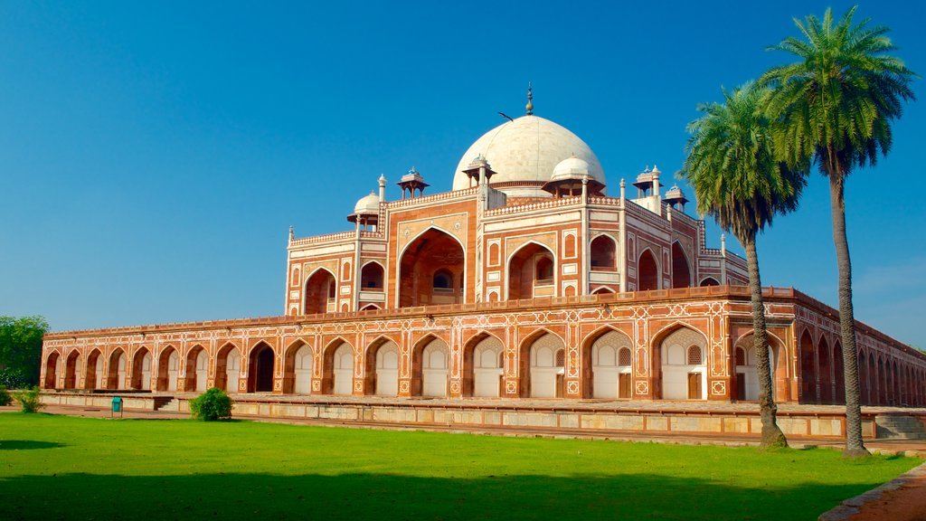 Humayun\'s Tomb which includes heritage architecture and heritage elements