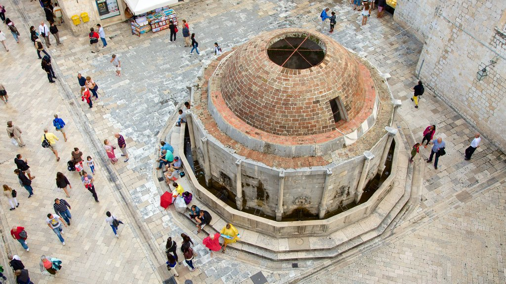 Onofrio\'s Fountain featuring heritage architecture as well as a large group of people