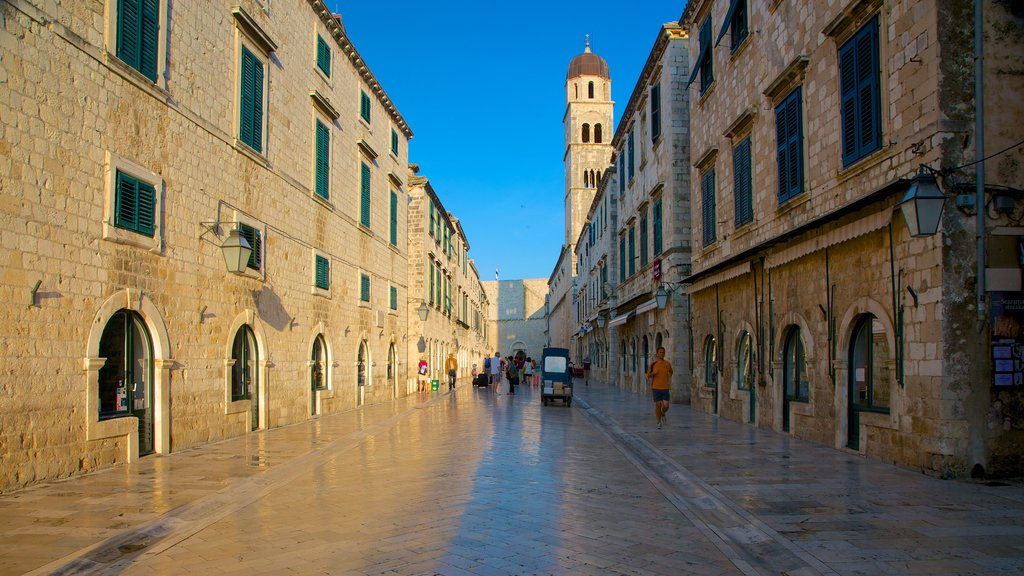 Stradun featuring street scenes and heritage architecture