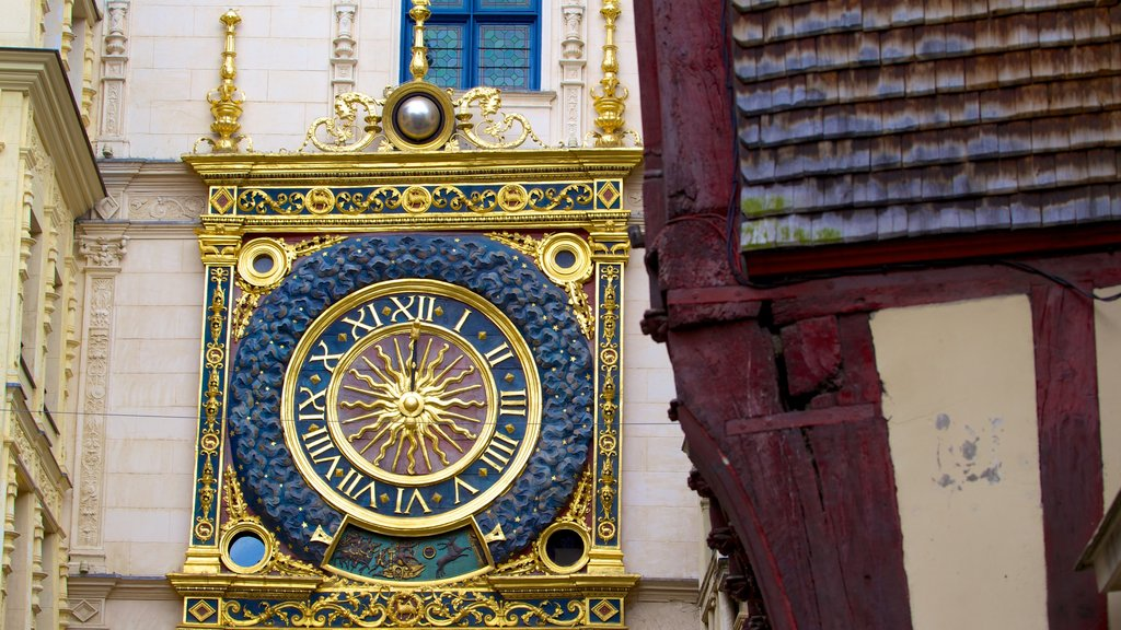 Gros Horloge showing art