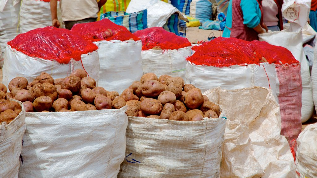 Urubamba featuring food and markets