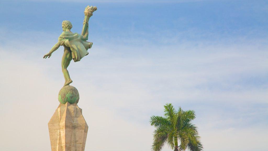 Trujillo Plaza de Armas which includes a statue or sculpture