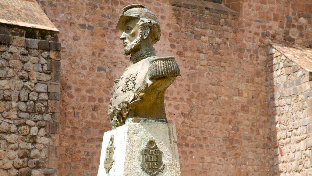 La Merced Church featuring a statue or sculpture