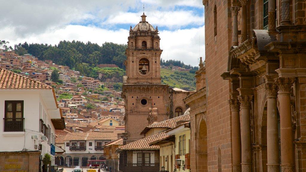 Iglesia de La Merced ofreciendo una ciudad