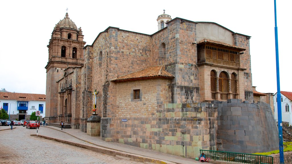 Cusco featuring a church or cathedral