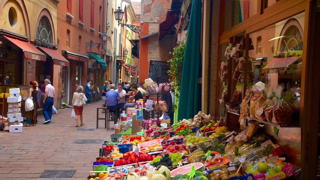 Bologna which includes food and markets