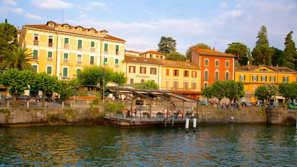Bellagio which includes heritage architecture, general coastal views and a coastal town