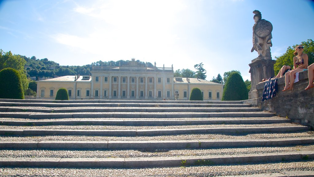 Villa Olmo showing a statue or sculpture, heritage elements and heritage architecture
