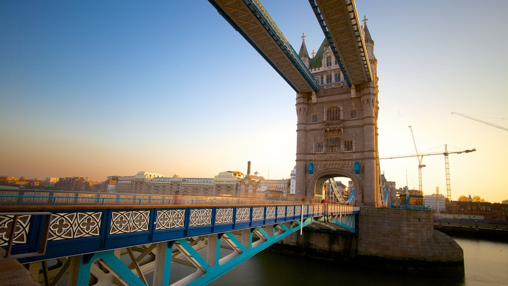 Tower Bridge showing a bridge, a monument and heritage architecture