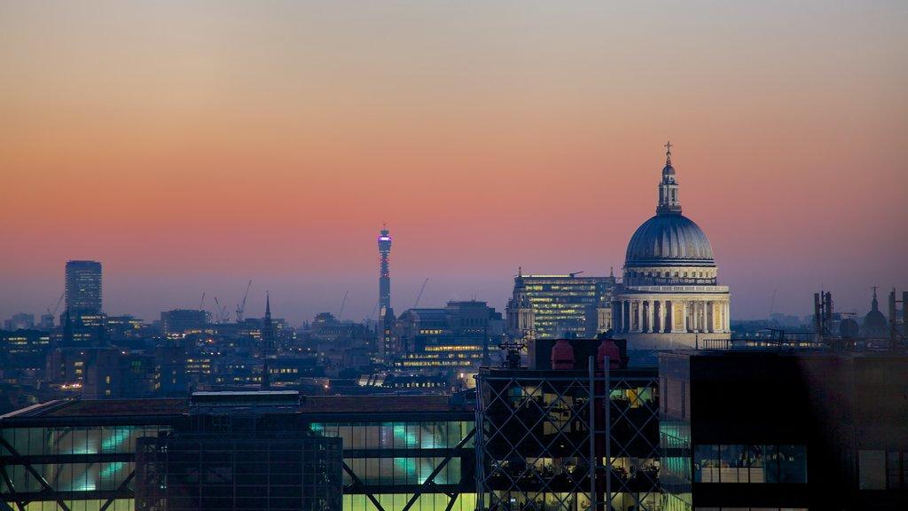 The Monument ofreciendo una puesta de sol, un rascacielos y una ciudad