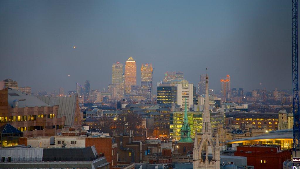 The Monument ofreciendo horizonte y una ciudad