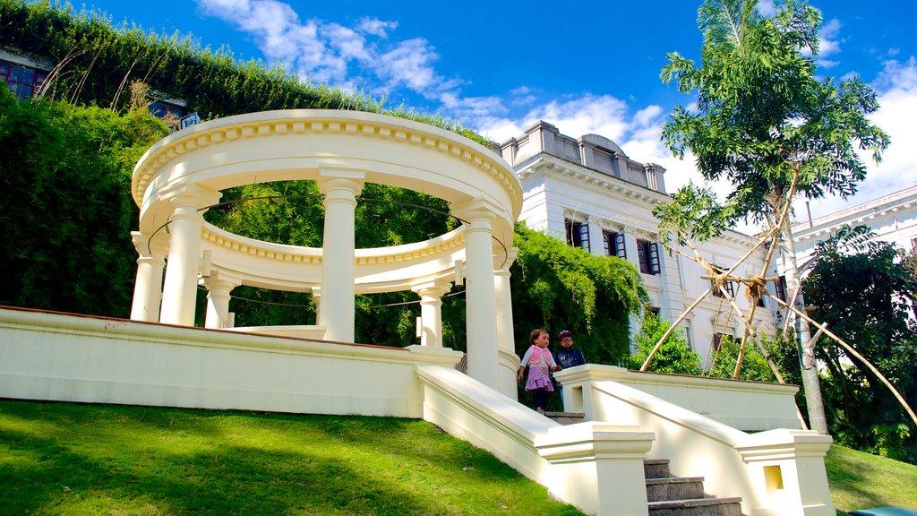 Garden of Dreams showing heritage elements