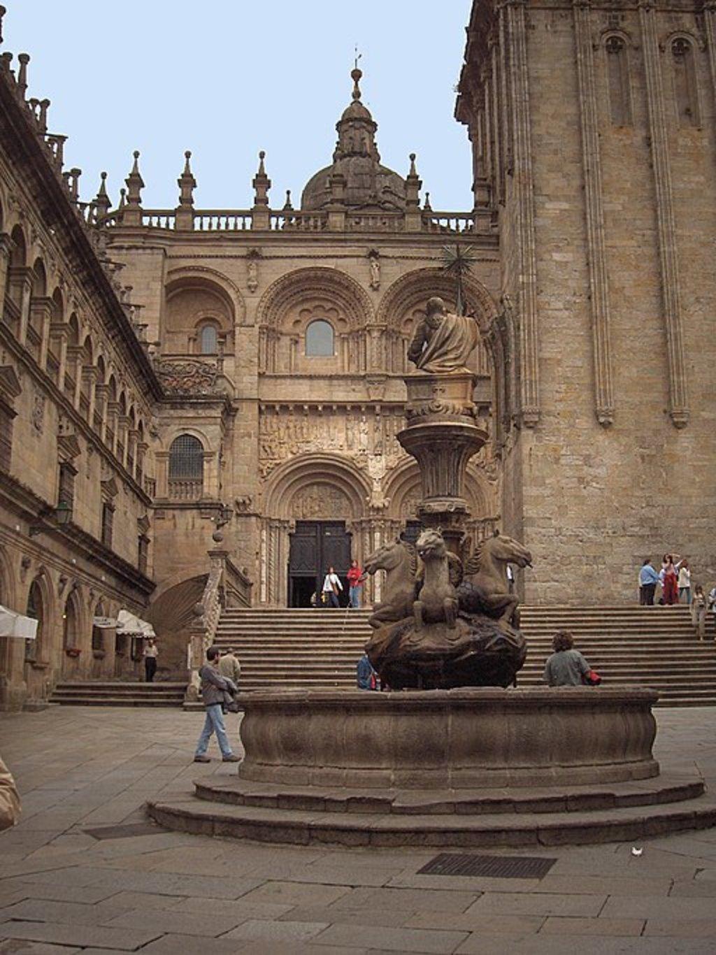 Piazza das Praterias, Santiago de Compostela (by Georges Jansoone - CC-BY-SA-3.0)