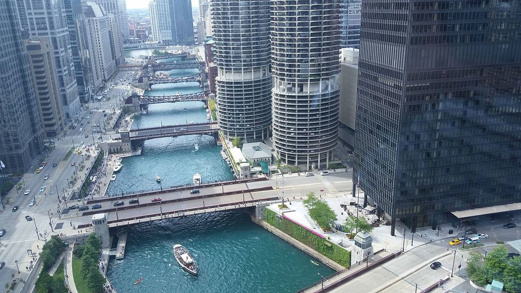 Downtown Chicago (By OmidGul - Own work, CC BY-SA 4.0, https://commons.wikimedia.org/w/index.php?curid=42643075)