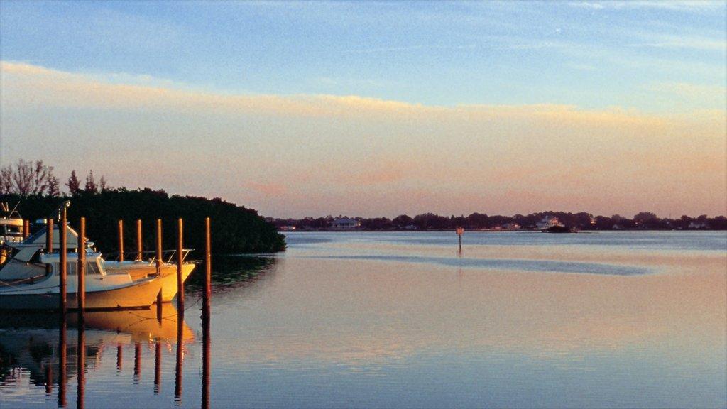 Port Charlotte - Charlotte Harbor que incluye vistas generales de la costa y una puesta de sol