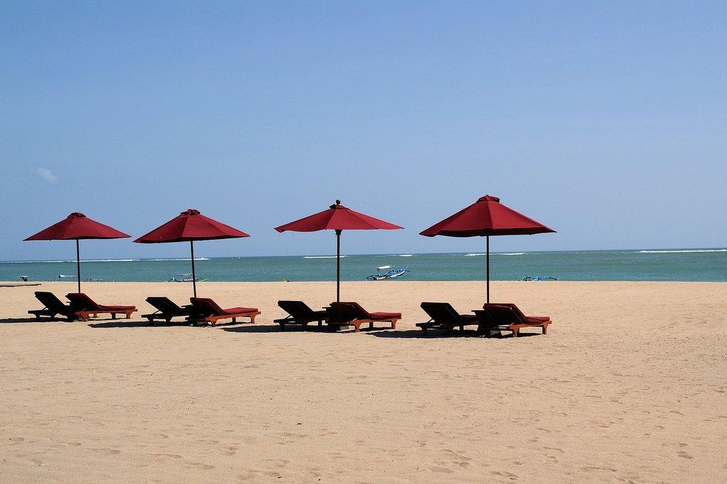 Bali Beach, Kuta, by clickphoto under creative common license CC0 1.0 (https://creativecommons.org/publicdomain/zero/1.0/deed.it) https://pixabay.com/it/bali-beach-kuta-estate-1388688/